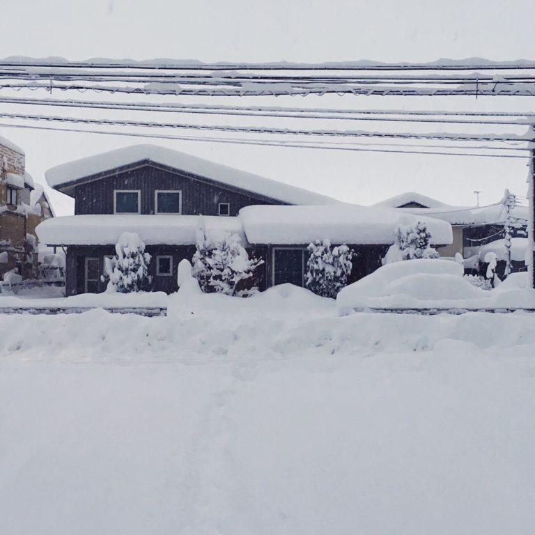 日本昔話のような積雪/まちなか山荘