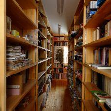 圧倒的な量を収める書庫