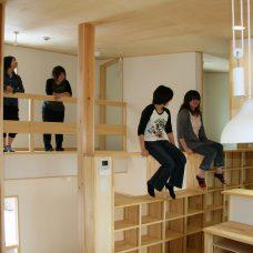 建築の学生さんに人気の場所 図書館の家