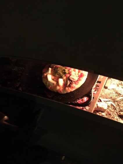 まちなか山荘日記|薪ストーブピザ