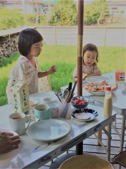 夏の休日 デッキで朝食