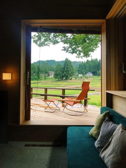 吉村山荘のような窓辺