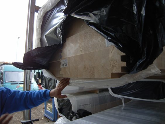ドイツ フライブルグの工務店、床の構造材