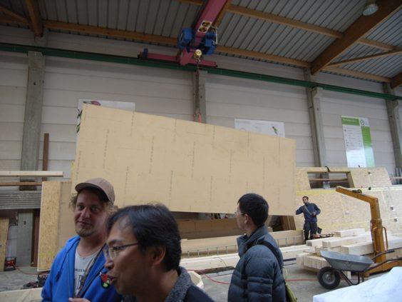 ドイツ・フライブルグの工務店で作られる壁のパネル