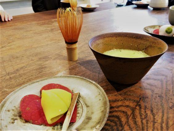 最後は和菓子とお抹茶、木の家