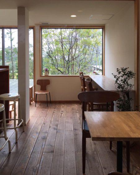 ランプリール、喫茶コーナーの窓と視線の抜け