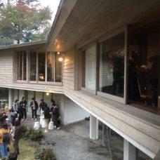 吉村順三設計の脇田山荘は何とも言えない浮遊感と抱擁感が魅力