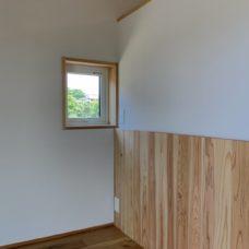 景色を眺める寝室小窓 小杉のまちなか山荘