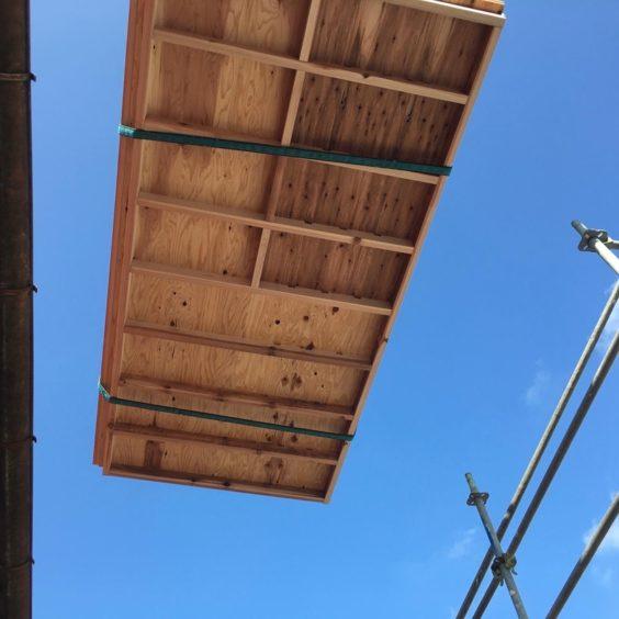 寺尾上のまちなか山荘 屋根パネル(1)